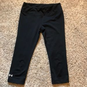 cropped black UNDER ARMOUR leggings!